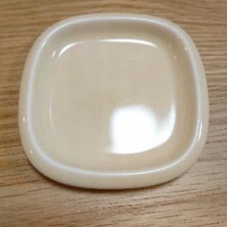 ILLUMS  イルムス  バターディッシュ皿   (深山陶器・...
