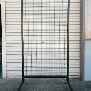 店舗什器 ディスプレイネット 黒 L型の画像