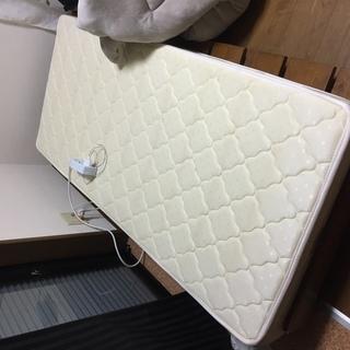 ベッド2000円!