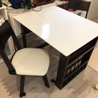 伸縮可能 テーブル&椅子二脚セット