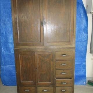 昭和初期の収納棚を無料で引き取ってください。骨董品として陳列もで...