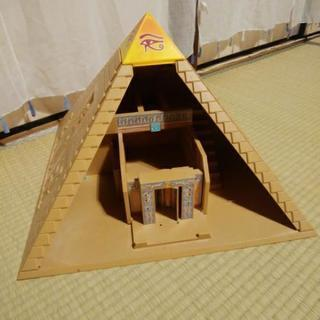 ピラミッドのからくり模型