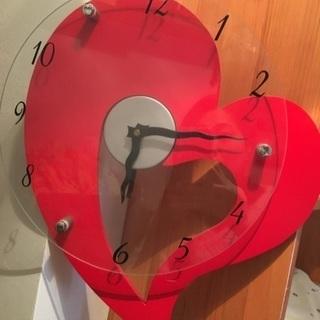 赤いハートのかわいい時計