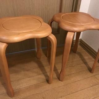 スタッキング可能椅子二脚