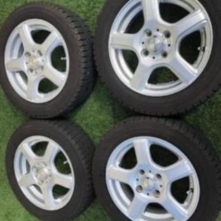 軽自動車、小型乗用車のスタッドレスタイヤ履き替えをお手伝いいたします。