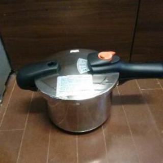 パール金属㈱製の35LでlH対応の圧力鍋です(*^^*)