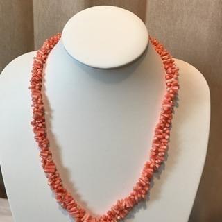 珊瑚のネックレスです。