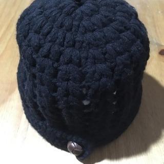 黒の毛糸帽子