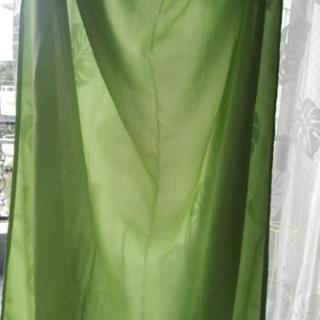 カーテン黄緑 未使用 100㎝×200㎝が2枚