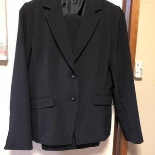 黒のピンストライプのスーツ13号あげます