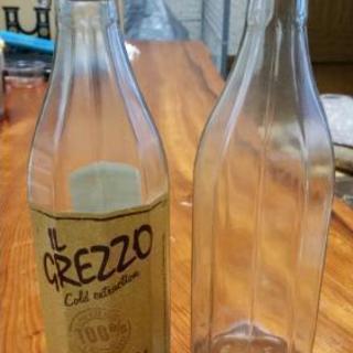 オリーブオイルの空き瓶2つ 何かの保存にでも 工作やディスプレイにでも