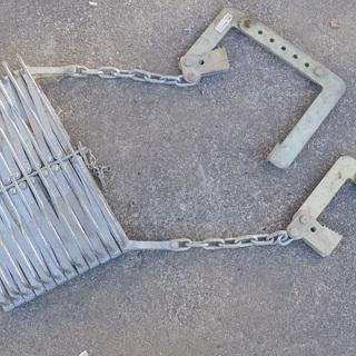 折り畳み 避難ばしご  約4m で こんなに軽く 小さい