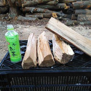 広葉樹ケヤキの薪!未乾燥。長さ35cm程度。0.1立米価格(乾燥...