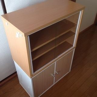 食器棚とカラーボックス2段