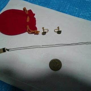 ★イヤリングとネックレスのセット(赤の巾着袋入り)★👉プロフィ―...