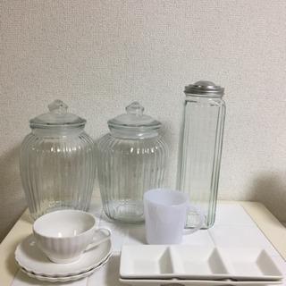 シンプルな食器類