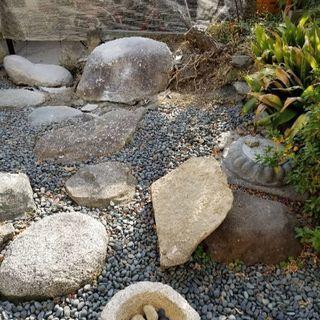庭石差し上げます。