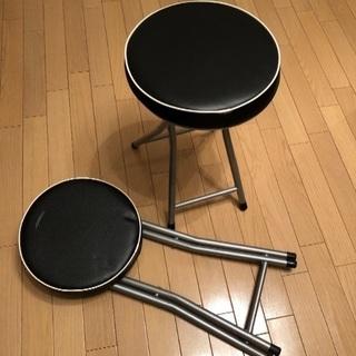 折りたたみ椅子二脚