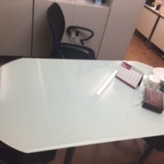 引越のためガラステーブルお譲りいたします
