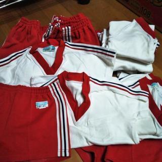 稲沢保育園の赤い体操服    (前の型)