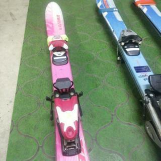 暖冬で雪不足のこの頃デスがジュニア用のスキー板です。