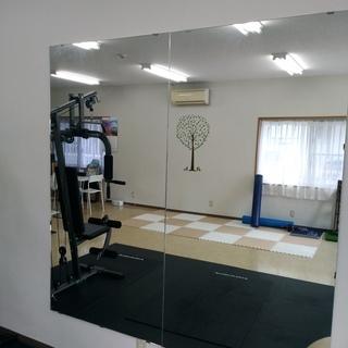 スタジオ、ジムなどで活用できる大きな鏡です!取り外しできる方限定!
