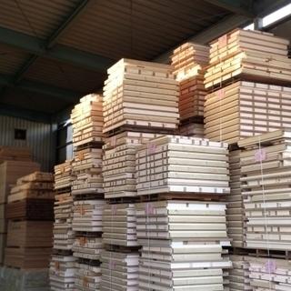 ①機械オペレーター補助②箱詰め作業③倉庫内での出荷作業