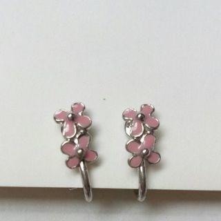 新品 ピンク花のイヤリング