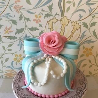 飾るローズケーキ