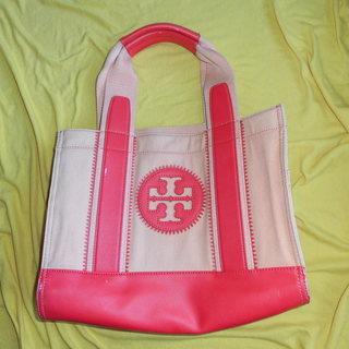 トリーバーチのピンクのトートバッグ
