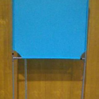 ブルー色 壁打ち無音布(むおんふ) 静かにレシーブ練習できる自立型