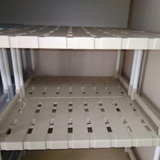 押し入れ整理棚×8です(以前投稿したものと同じものが用意で…