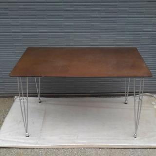 ブラウンウッドダイニングテーブル
