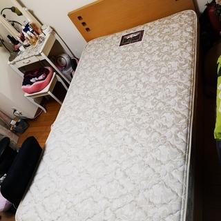 セミダブルベッド、マットレス付き