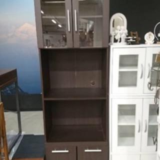 キッチンボード、食器棚です。