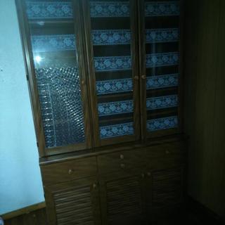 片付け中:食器棚