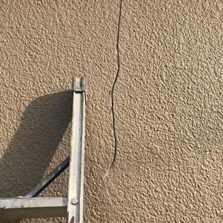 壁のクラック割れ補修します。