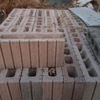 ブロック・石膏ボード・ボード・角材