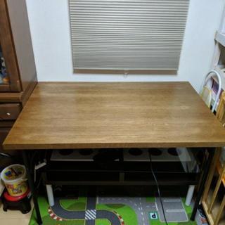 茶色いテーブル