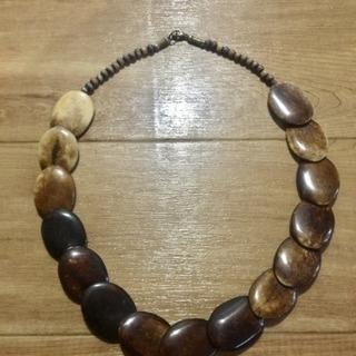 木製のネックレス