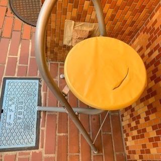 折りたたみ出来ない椅子