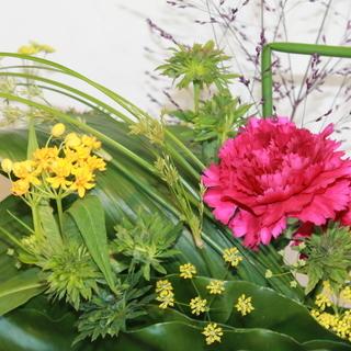 新鮮なお花がたっぷりのアレンジメントフラワー教室