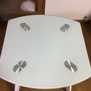 2人用ガラスダイニングテーブル