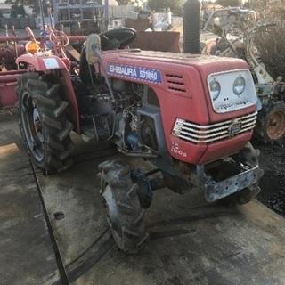 古い農機具片付けます。トラクター耕運機コンバイン