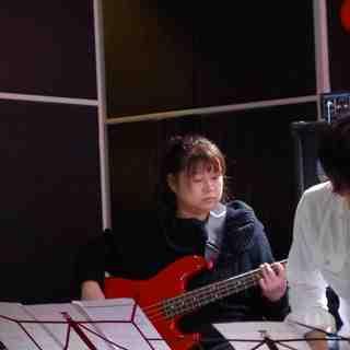 天王寺のベース教室です。無料体験レッスン!J:COMテレビで紹介されました!ロック、ジャズ、フュージョンなどを指弾き、ピック、スラップなどで。 − 大阪府