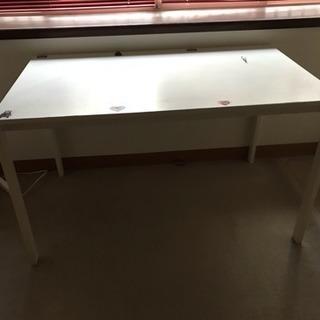テーブルと椅子4脚