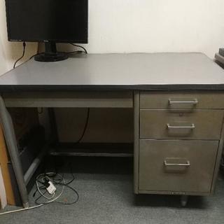 【無料】約30年前に購入した事務机...