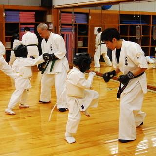 【少林拳空手道】尼崎・伊丹の空手教室です!空手生徒募集 - スポーツ