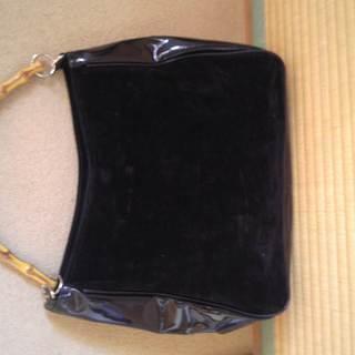 黒のハンドバッグ