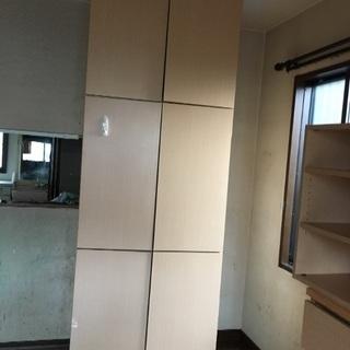 壁面三段収納家具
